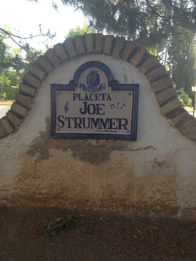 nomadic mick joe strummer placeta granada spain 400x533